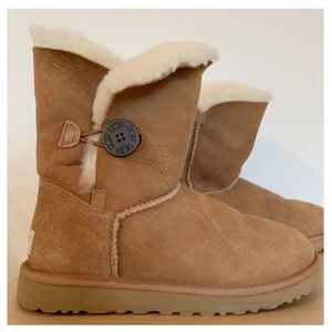 UGG Bailey Button Short Boots Chestnut Size 8